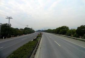大冶市锦冶公路波形護欄工程案例